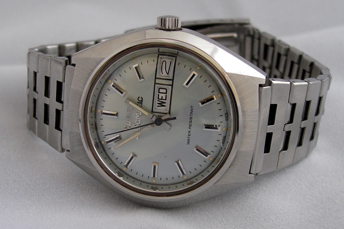 Watch Review: Vintage TIMEX 37319